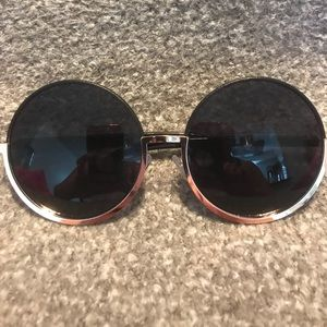 Gold rimmed CIRCLE sunglasses
